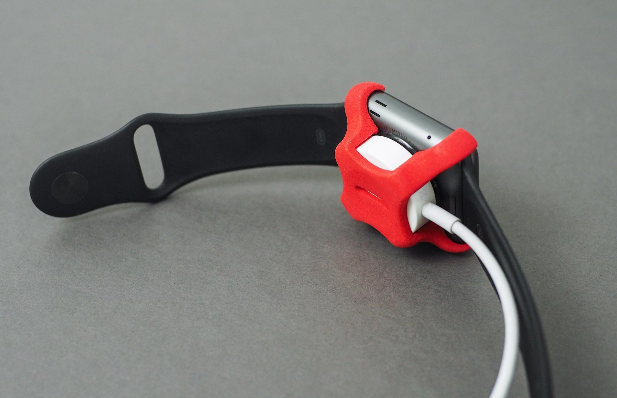 stuido-neat-apple-watch-charging-clip